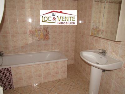 Vue: Salle de bain avec baignoire , Location GANDRANGE, Appartements 90 m� - 4 pi�ces