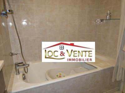 Vue: Baignoire dans salle de bain, Vendu ROMBAS, Appartements 3 chambres - 98m2 + Terrasse