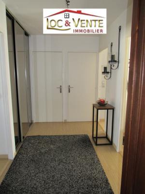 Vue: Spacieuse entrée de 8.50m² + placard + cellier de 3.20m², Vendu ROMBAS, Appartements 3 chambres - 98m2 + Terrasse