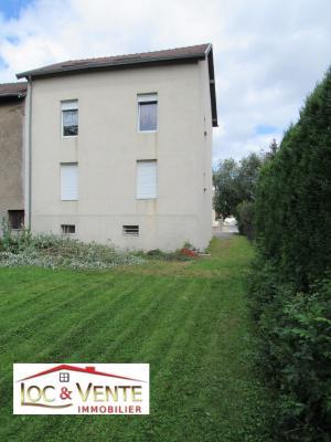 Vue: Immeuble de raport + jardin, Maison de 3 appartements F3