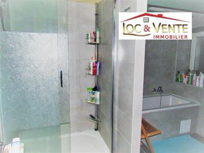 Vue: Salle de bain avec baignoire + douche , Vente CLOUANGE, Maison F5 de 121m� env. ? 3 chambres + garage