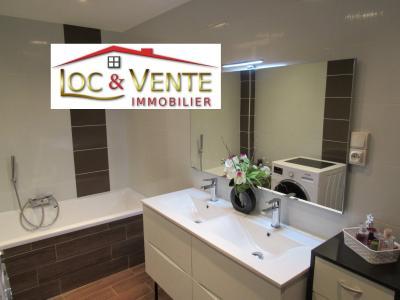 Vue: Salle de bain + douche, Vente METZ, Maison 170 m� - habitation F6 +1 studio + 1F1