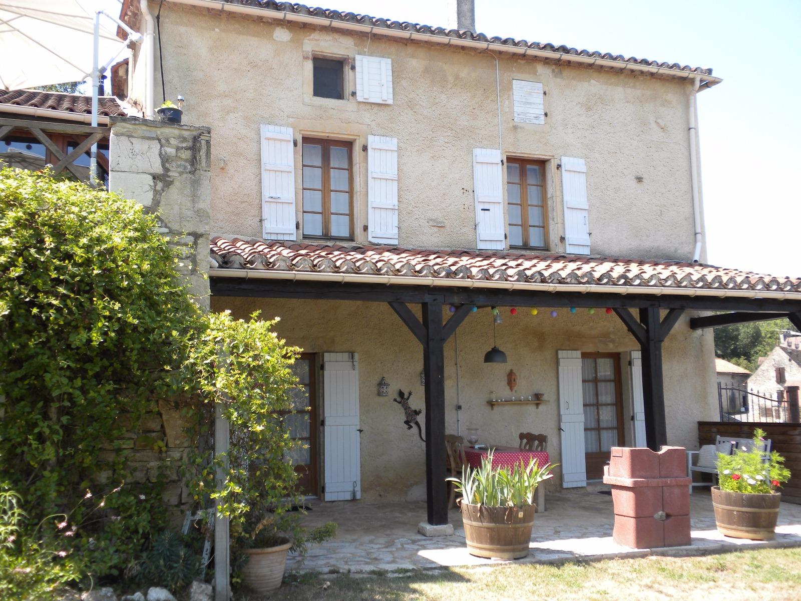 30 min de Cahors, charmante maison en pierre dans un joli village