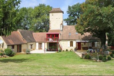 """Ancienne """"maison forte"""" et sa tour de guet, piscine et 2 hectares de terrain GOURDON"""