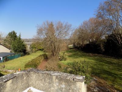 Lot, proche commerces, maison de bourg restaur�e, beau jardin de 1215 m�, id�al vacances.