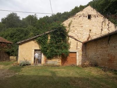 Ancienne ferme dans un village tous commerces