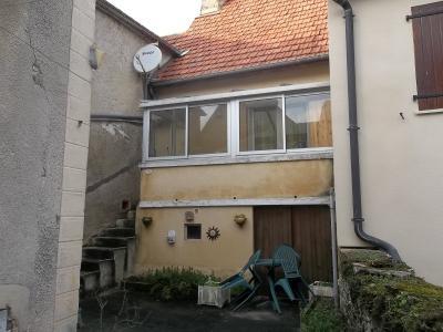 Maison de bourg avec cour et studio ind�pendant.