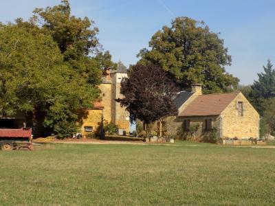 Dordogne, Périgord noir, non loin de Sarlat, Manoir du XV chargé d'histoire sur 12 ha à restaurer. Sarlat la Canéda