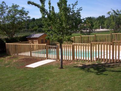 Dordogne, beau plain-pied avec piscine et jardin clos