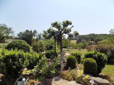 Lot, sur 1 hectare de parc arbor�, calme et confort pour cette contemporaine de 1996