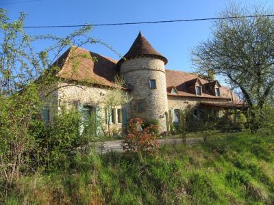 Lot, Superbe demeure en pierres  avec une tour ronde, piscine et jardin de 7640 m�