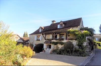 Lot, au centre d'un beau village, maison en pierre restaurée de 218 m² habitables MONTGESTY