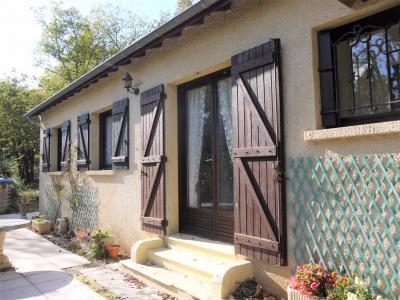 Lot limite Dordogne, plain-pied 3 chambres de 1977 � rafraichir sur 6800m� arbor�s.