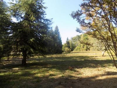 Salviac, au calme, Belle propri�t� sur 3 hectares de parc avec d�pendances et piscine.