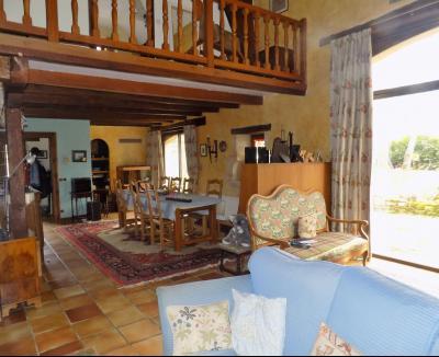 Belle maison de campagne de 230 m� sur 3 hectares de pr�s et bois