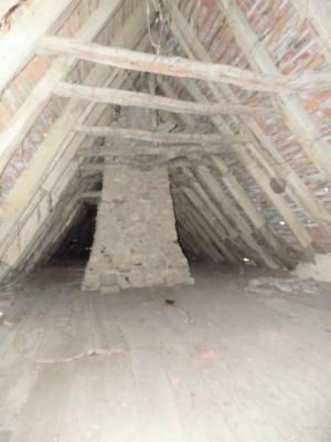 Au calme, non loin des commerces et services, superbe ensemble en pierre � restaurer sur 16 000 m�.