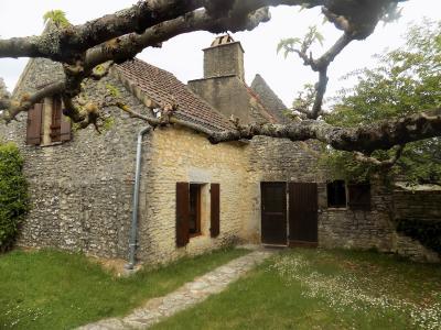 Dordogne, non loin de St Pompont, maison en pierre avec jardinet st pompont