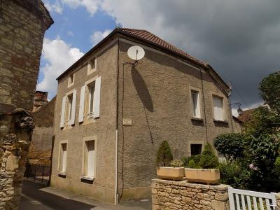 Immeuble de rapport en centre bourg tous commerces Salviac