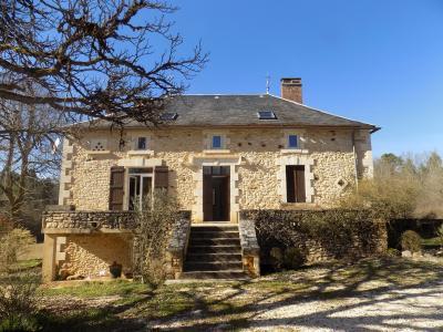 Lot, dans un hameau, belle propriété sur environ 5 hectares MONTCLERA