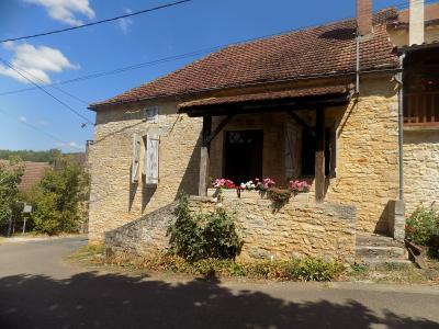 dans un petit hameau sympa d'un village tous commerces, maison à restaurer Salviac
