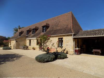 Dordogne, superbe propri�t� en pierres sur 2 hectares