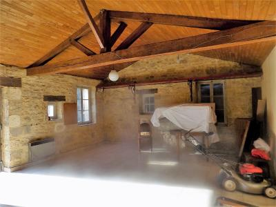 Sarlat, dans un bel environnement, beaucoup de cachet pour cette maison en pierre avec g�te sur 2ha