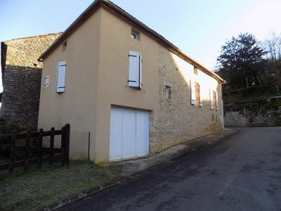 Dordogne, dans un joli village, charmante maison avec jardin de 540 m�