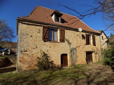 Dordogne, dans un joli hameau, maison en pierre sur 3120 m² de terrain clos. ST MARTIAL DE NABIRAT