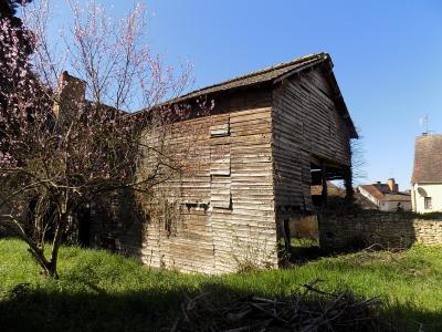 Beau potentiel pour cette maison de bourg � restaurer avec jardin