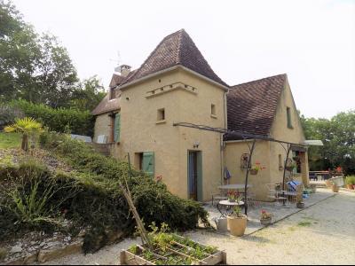 A la campagne, jolie maison en pierre sur 9000 m² de terrain. GOURDON