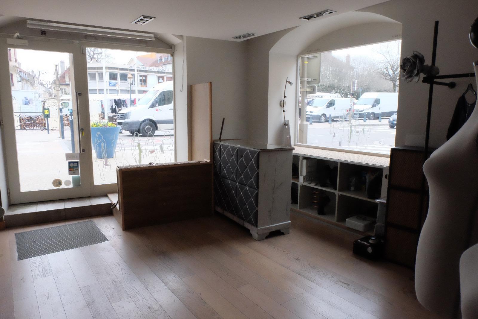 Lons le saunier 39 jura vendre fonds de commerce avec droit au bail 3d immobilier - Garage thevenod lons le saunier ...