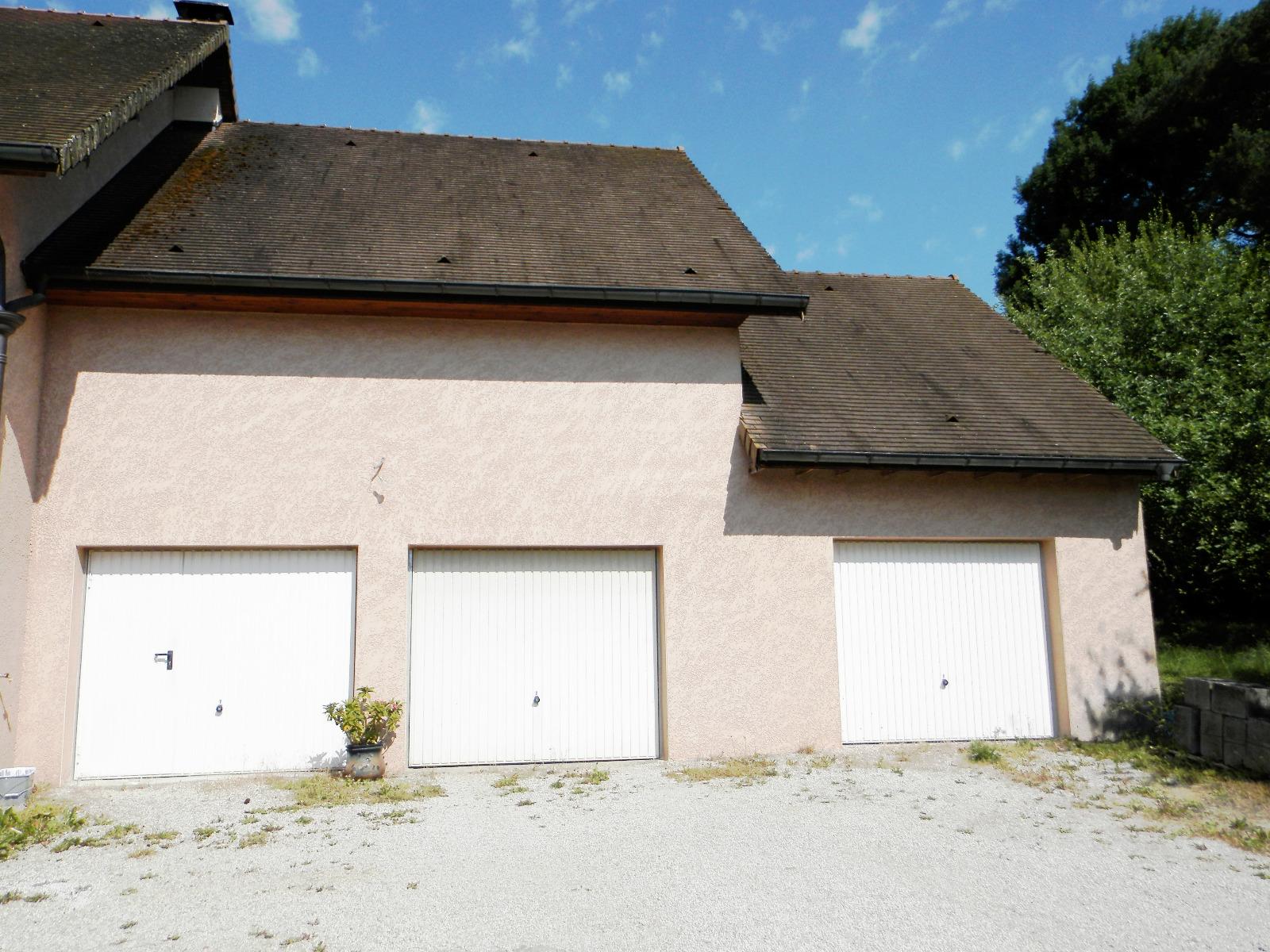 Vente proche lons le saunier 39 maison r cente de 140 for Garage bmw lons le saunier