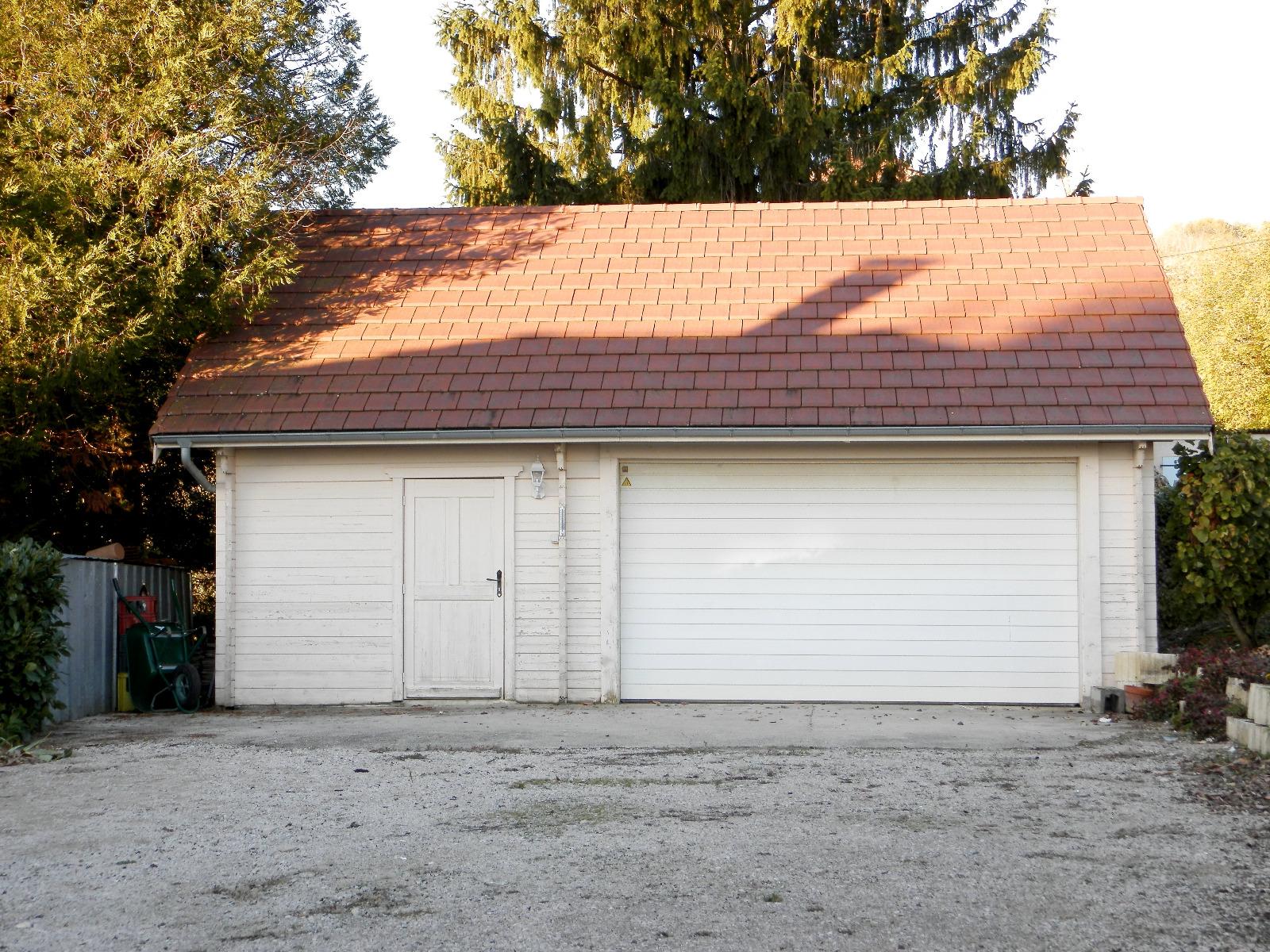 Vente lons le saunier 39 maison 110 m terrain 4777 m for Garage bmw lons le saunier