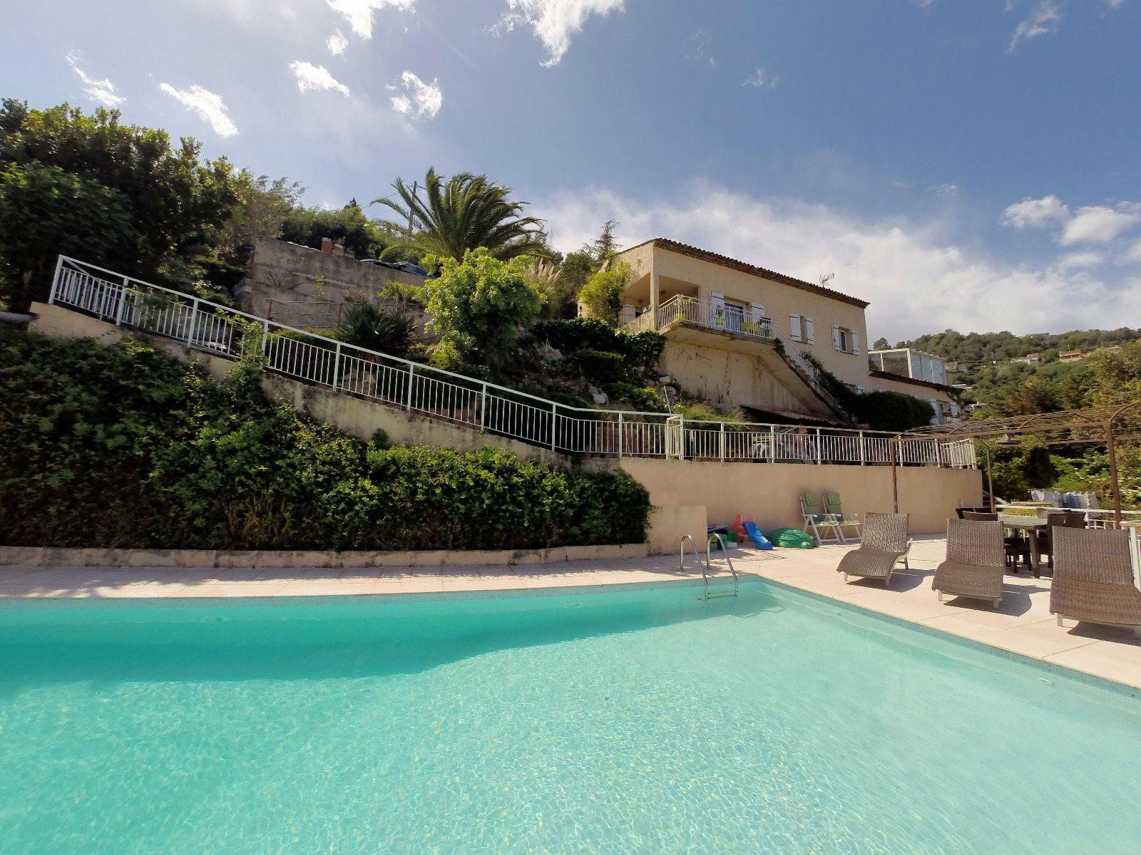 Mandelieu 06 alpes maritimes vendre villa 250m2 vue for Piscine mandelieu
