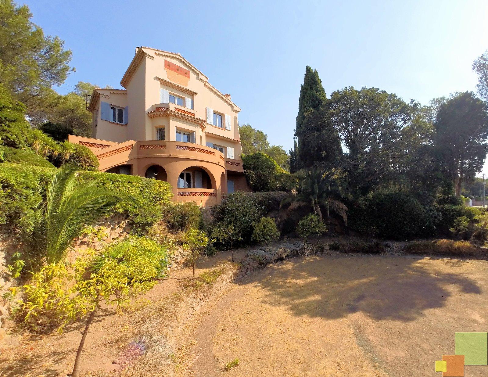 Agay 83 var face plage villa vue mer r nover de 210m2 potentiel d extension 245 m2 3d - Petite maison a renover bord de mer ...