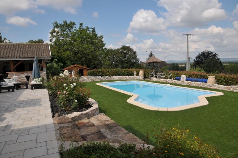 au sud de chalon sur saone un belle et grande villa de caractere avec piscine au calme vue