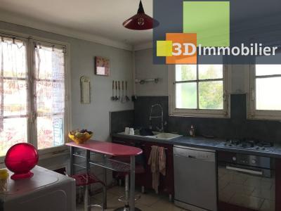 Saint-Florentin (89 YONNE), à vendre appartement, 4 pièces avec garage et grand balcon., CUISINE - 10 m²