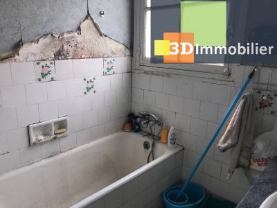 Saint-Florentin (89 YONNE), à vendre appartement, 4 pièces avec garage et grand balcon., SALLE DE BAIN - 4 m²