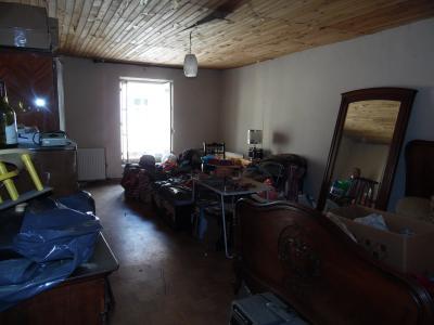 Secteur VIRIEU LE GRAND (01, Ain), à vendre maison de ville de 6 pièces à rénover., CHAMBRE