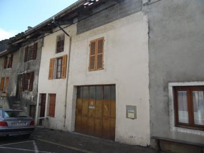 Secteur VIRIEU LE GRAND (01, Ain), à vendre maison de ville de 6 pièces à rénover., FACADE
