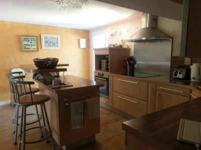 BEAUNE, à vendre maison contemporaine de 10 pièces rénovées, combles aménagés, sur terrain arboré., Chambre