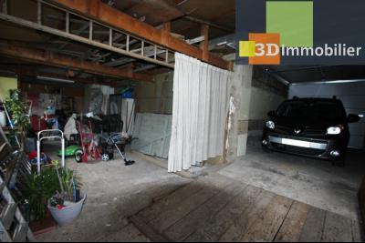 Lons-le-Saunier à 2 pas du centre ville, vends une maison de 12 pièces avec dépendances., GARAGE