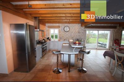Lons-le-Saunier (Jura), à  vendre maison de caractère, 3 chambres sur terrain clos avec étang, COIN CUISINE