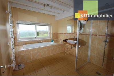 Lons-le-Saunier (Jura), à  vendre maison de caractère, 3 chambres sur terrain clos avec étang, SDB AU REZ-DE-CHAUSSE