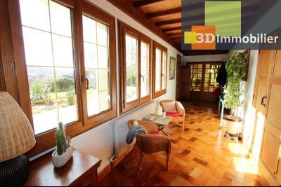 Lons-le-Saunier, à vendre grande maison de 7 chambres, 2 logements possibles, au calme., ENTREE