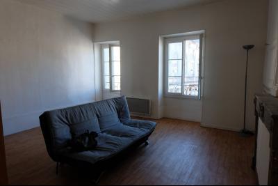 LONS LE SAUNIER (39-JURA), À VENDRE FONDS DE COMMERCE AVEC DROIT AU BAIL., Appartement 2èeme étage