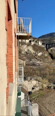 SAINT-CLAUDE (39-JURA), A VENDRE MAISON DE VILLE DE 120 m2 PROCHE CENTRE VILLE, CHAMBRE