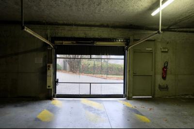 SECTEUR SAINT-LUPICIN, A VENDRE CAVES ET PARKINGS DANS RESIDENCE SECURISEE.,