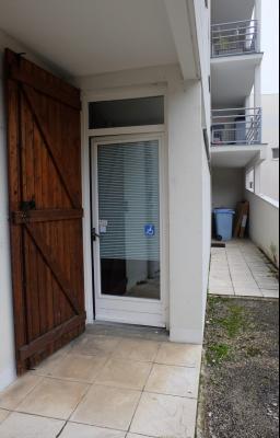 LONS-LE-SAUNIER (39000-JURA) PROCHE CENTRE VILLE, A VENDRE LOCAL COMMERCIAL ENVIRON 48 M2., Accès handicapé