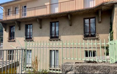 SAINT-CLAUDE (39200), vends LOT DE 2 logements en CENTRE VILLE., FACADE IMMEUBLE